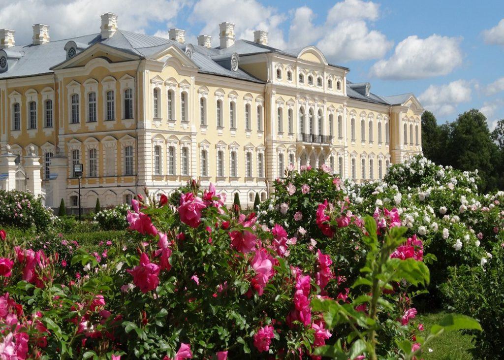 Rundalenpalatsi_Latvia_1900x1080px